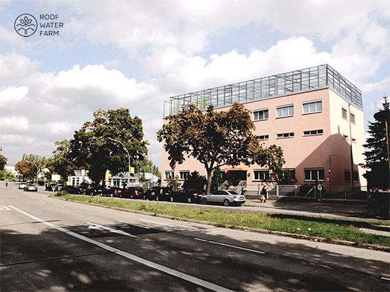 Visualisierung Dachgewächshaus Gewerbebau - Büro- und Ausbildungsstandort der Berliner Stadtreinigung (BSR) im Untersuchungsgebiet Innenstadt/ Mierendorff-Insel. (c) ROOF WATER-FARM, Grafik: Tim Nebert
