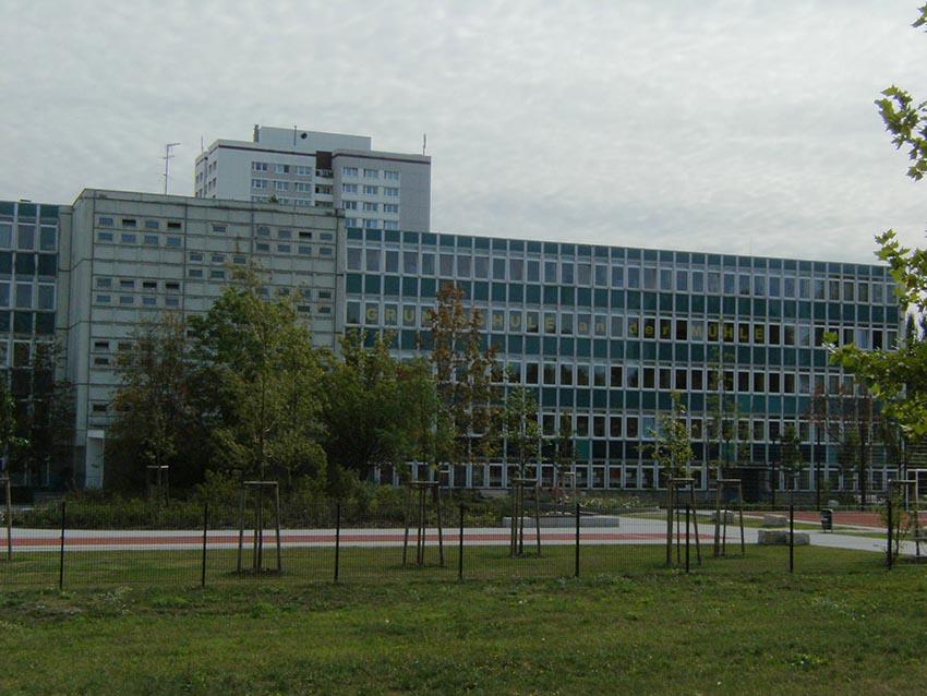 RWF-Beispielgebäude Bildung, Typ Schule/Typenbau POS68-SK, Standort Grundschule im Modellgebiet Stadtrand, Berlin-Marzahn. Foto: Bezirksamt Marzahn-Hellersdorf von Berlin