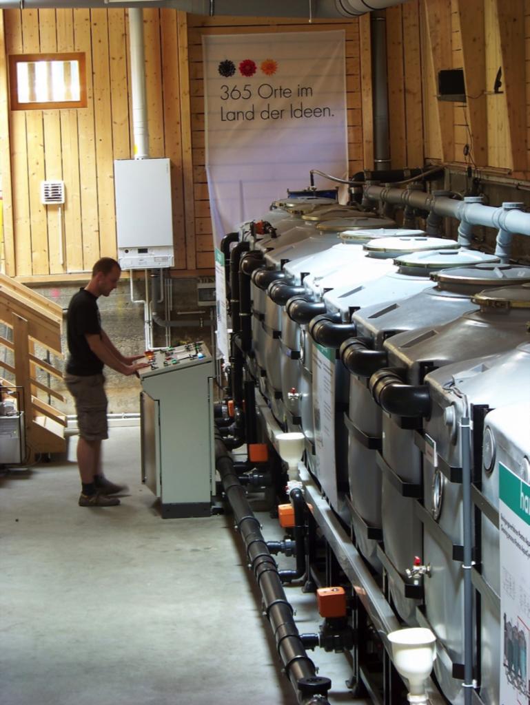 Mehrstufige Grauwasseraufbereitung mittel Wirbelbettverfahren (MBBR: Moving-Bed-Biofilm-Reactor) (c) RWF